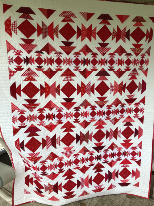 Pineapple Day Quilt made by Karen Maloley of Karen's Sewing Room, The Pattern designed by Fat Quarter Shop
