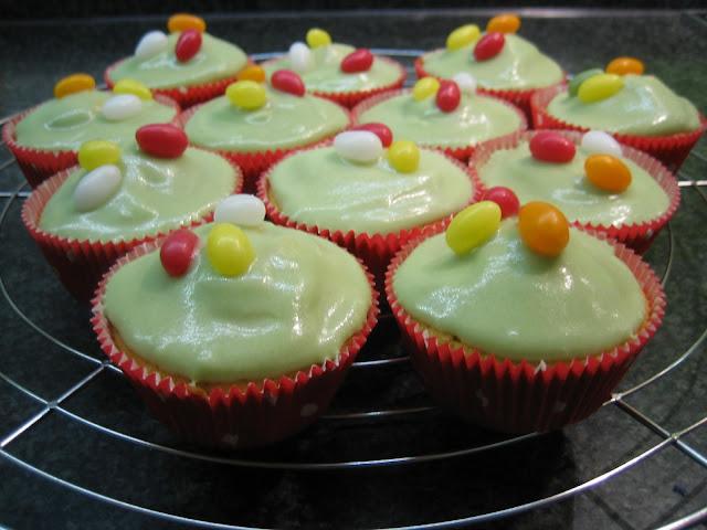 Ostereier-Muffins für das Klassenfrühstück