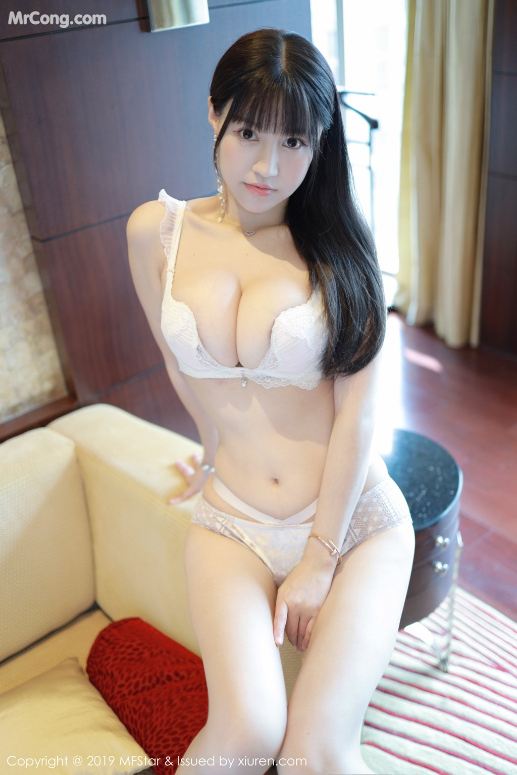 MFStar Vol.217: Zhu Ke Er (Flower朱可儿) (91P)
