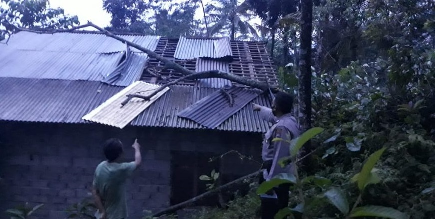 Angin Ribut Melanda Mrebet, 26 Rumah Rusak