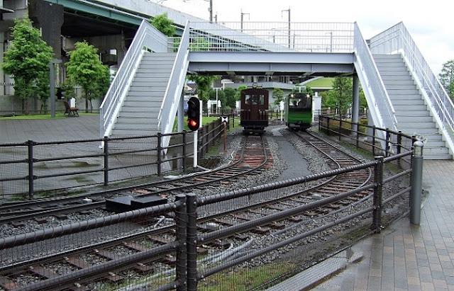乗って楽しめる電車の模型2