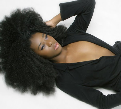 mujer pelo afro