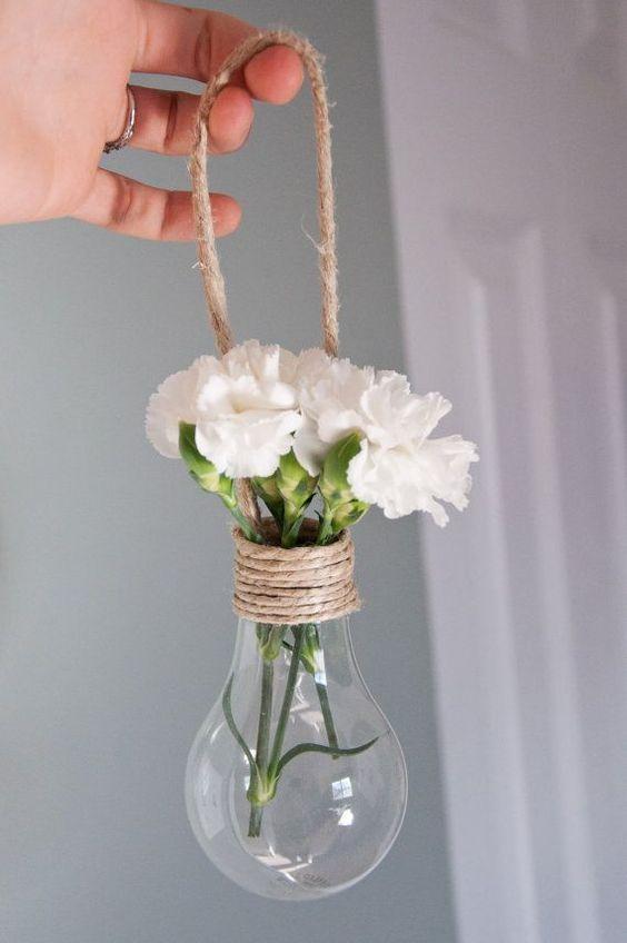 Vaso feito com lâmpada incandescente
