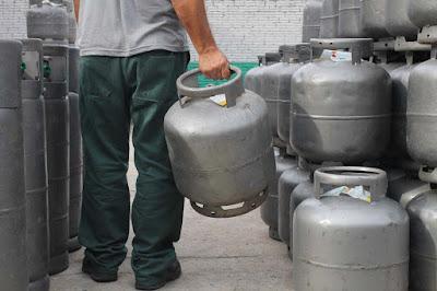 A forte alta do gás pressiona o orçamento familiar