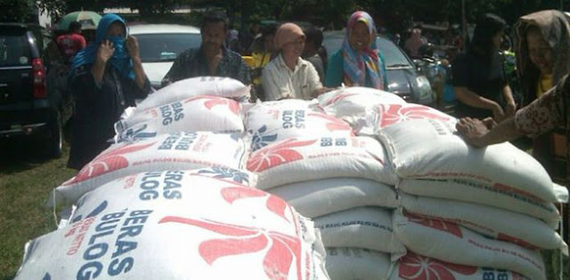 DPRD Karawang Geram Beras Bulog Untuk Masyrakat Pecah-pecah Dan Berkutu