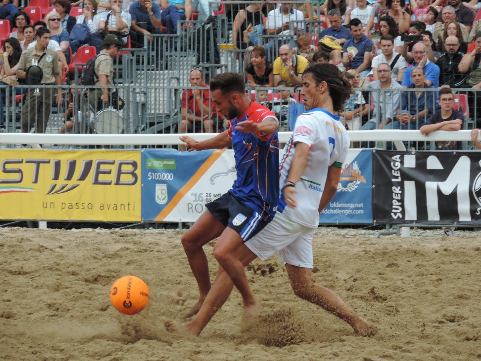 ... Beach Soccer, Maurizio Iorio, organizzatore del torneo che quest'anno  coinvolge otto città italiane facente capo alla Lega Europea Beach Soccer.