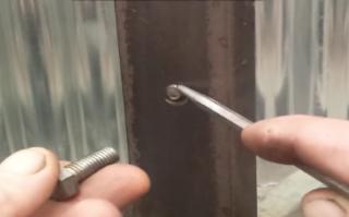 Gambar cara buka skru patah