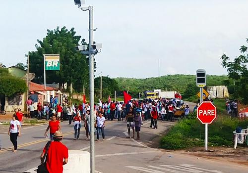 protesto em tabuleiro do norte
