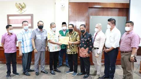 KMP Peduli Bank Nagari menyerahkan berkas