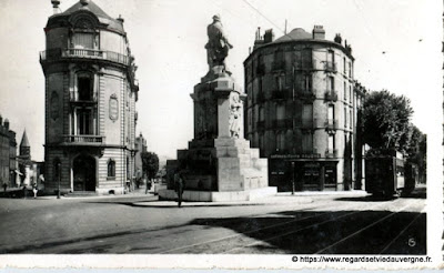 Photo ancienne de Clermont-Ferrand monument aux morts