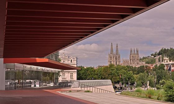 imagen_museo_burgos_evolucion_humana_vista_exterior_catedral