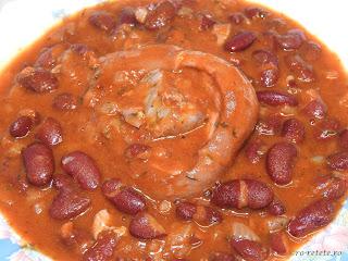 Reteta iahnie de fasole rosie boabe uscata cu ciolan de porc afumat retete culinare traditionale romanesti mancaruri cu carne pentru 1 Decembrie Ziua Nationala a Romaniei mancare de fasole scazuta,