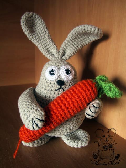 игрушка заяц крючком, заяц с морковкой, заяц ручной работы, зайка с морковкой