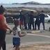 PERPLEXO: VENEZUELANOS FAZEM VELÓRIO NO SINAL DE TRÂNSITO EM BOA VISTA