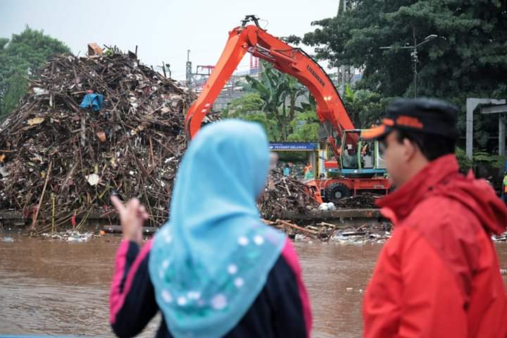 Jakarta Banjir Sedikit, Postingan Anies dan Pujian Netizen Bikin Buzzer Kalap