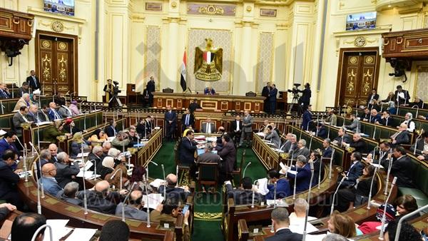 نائب برلمانى يطالب بحصر سيارات الحكومة وترشيد الانفاق