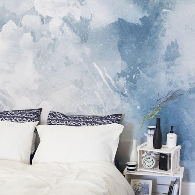 Wallpaper Dinding Kamar Tidur Remaja Perempuan Motif Awan Biru