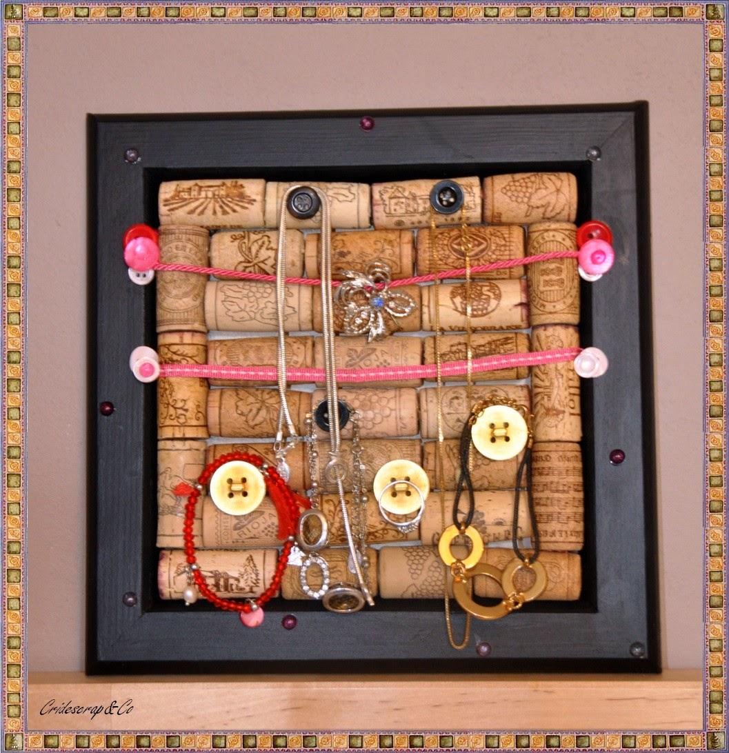 la boutique deco de cridescrap co cadre porte bijoux noir et rose en bois et bouchons de vin. Black Bedroom Furniture Sets. Home Design Ideas