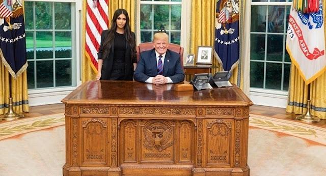 Chiếc bàn làm việc của Tổng Thống Mỹ