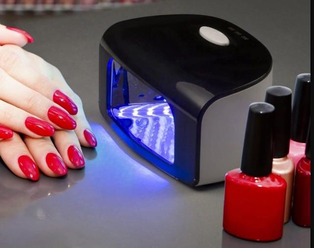 Gel nails or semi-permanent varnish