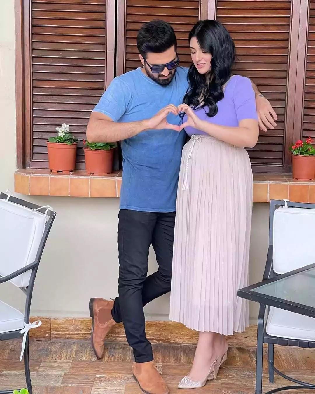 Sarah Khan With Her Husband Falak Shabir - Latest Pictures