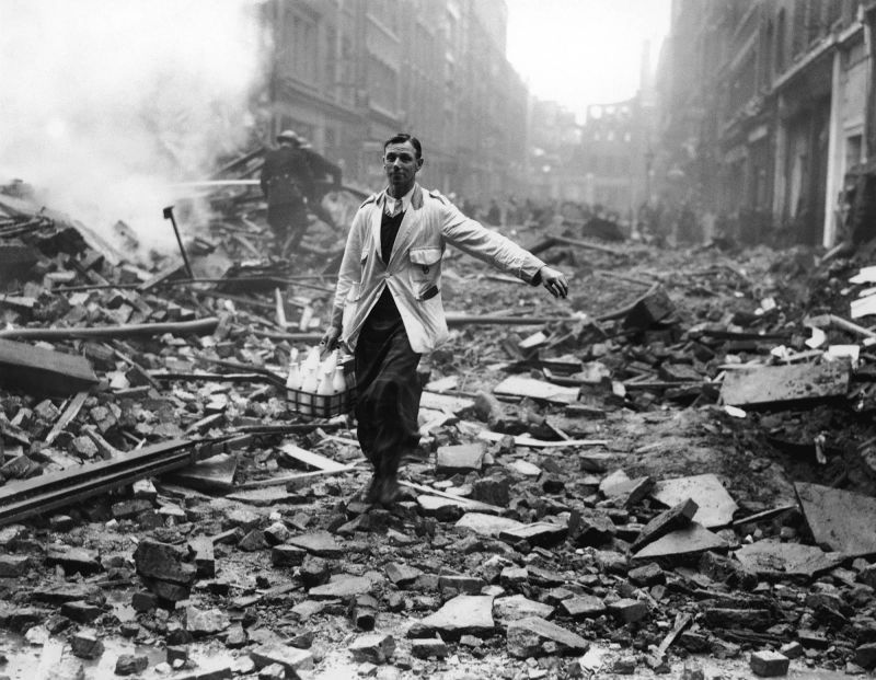 The London Milkman: The Story Behind One of the Most Iconic Images of the Blitz