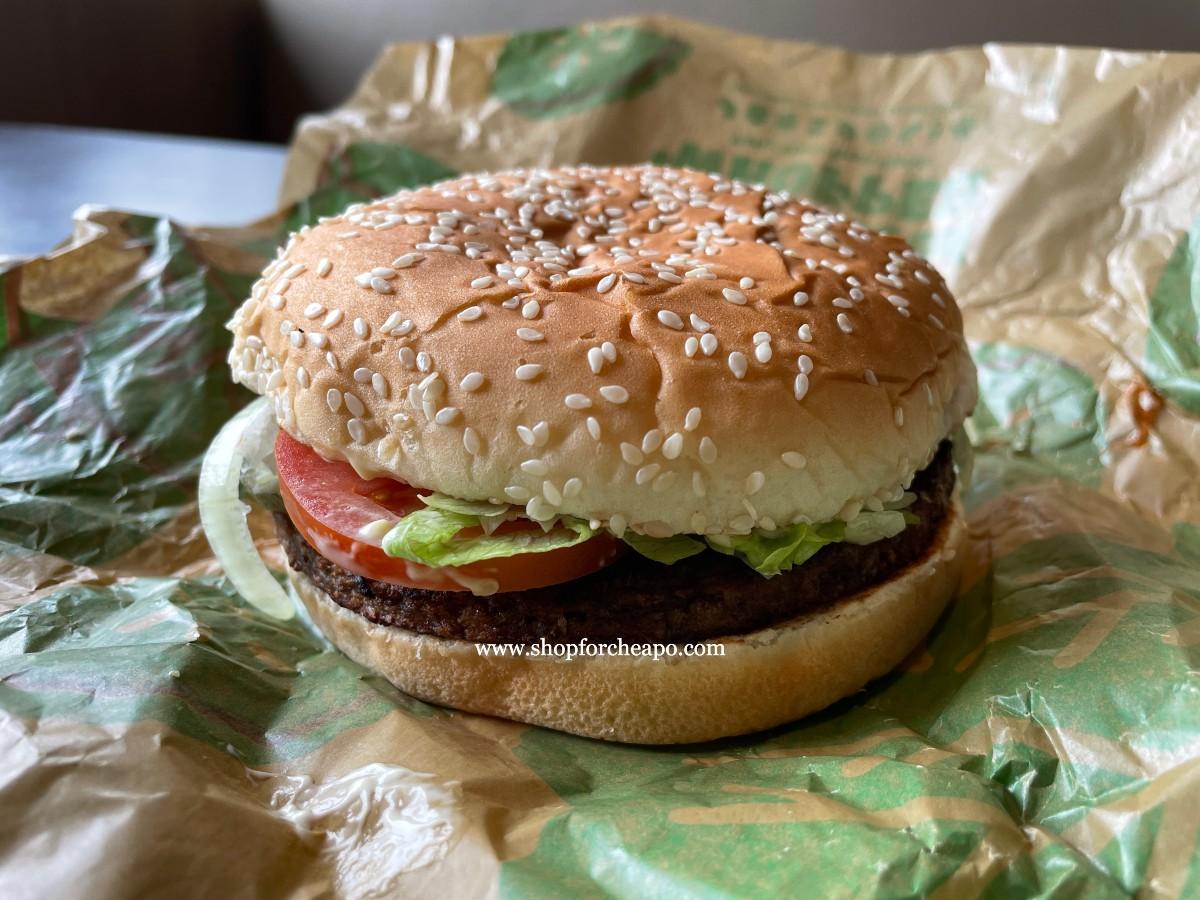 dari luar burger plant base terlihat sangat mirip dengan meat burger