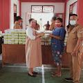Cegah Penyebaran Covid-19, Pemdes Tewasen Bagikan Masker Dan Sanitizer Bagi Masyarakat