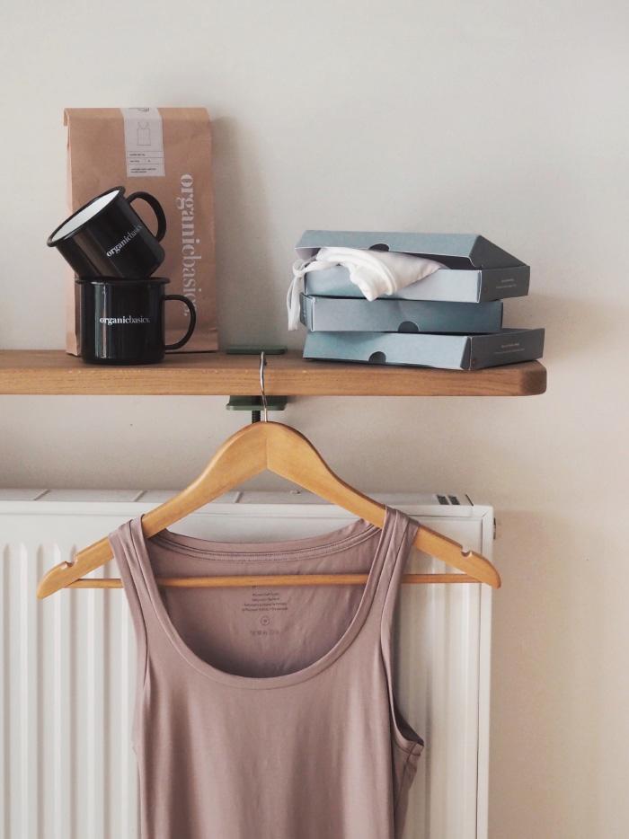 Vêtements basiques d'une marque slow, éthique et engagée
