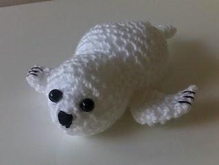 Baby Seal Amigurumi - Free Crochet Pattern - StringyDingDing | 242x320