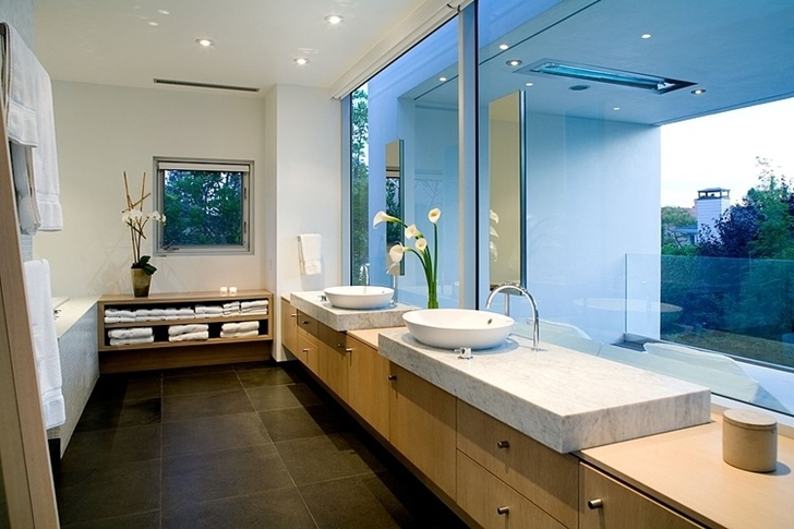 Bathroom in Small minimalist home by Steven Kent