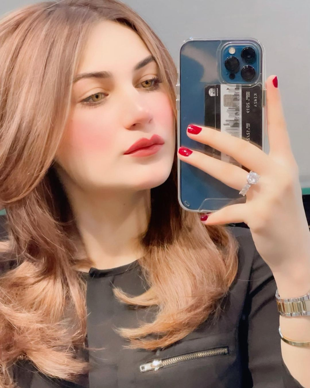 Beautiful Girl DP with Iphone 2021