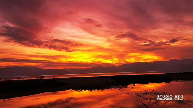Ναύπλιο: Κάθε ηλιοβασίλεμα έχει... άλλη θέα!!! (βίντεο)
