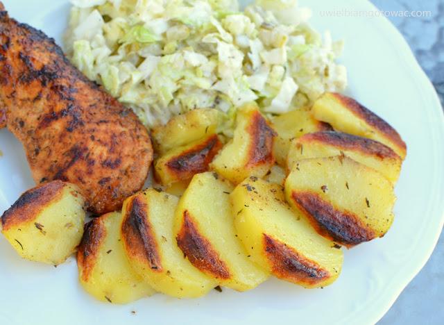 Kurczak miodowo-musztardowy i ziołowe ziemniaczki z grilla