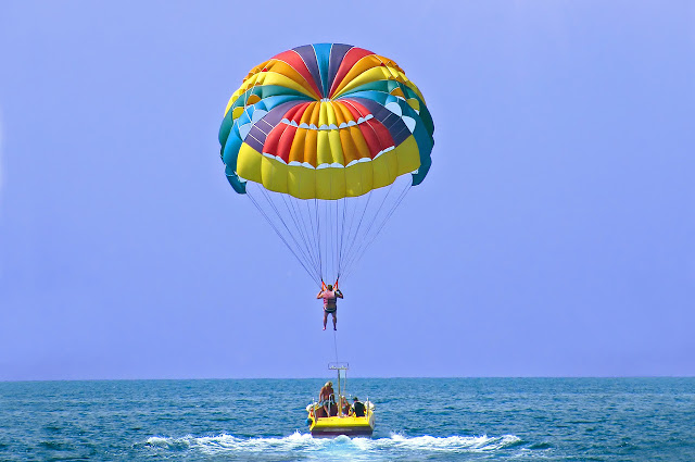 Parasailing in Halong Bay - for those who love thrills