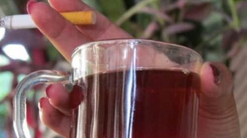 تعرف علي ما يحدث لجسدك عند تناول الشاي مع شرب السجائر بعد وجبة الافطار