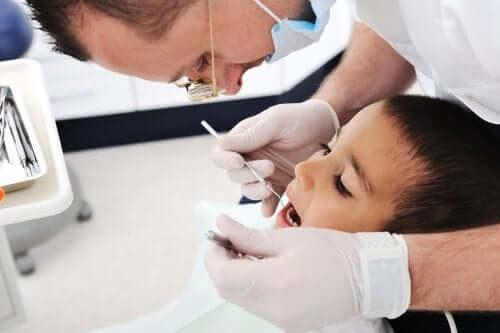 probleme-qui-peuvent-survenir-en-brossant-les-dents