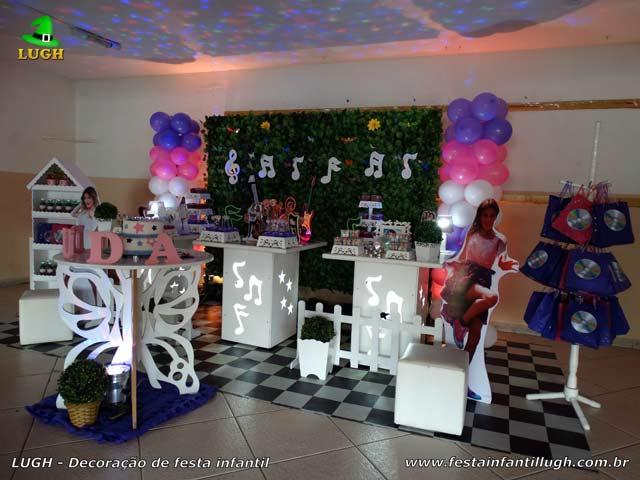 Decoração mesa provençal com notas musicais tema Violetta