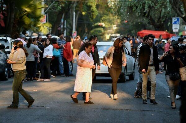 Strong 7.2 quake shakes Mexico, causing panic