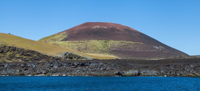 El cono volcánico Eldfell (Islandia) en la actualidad