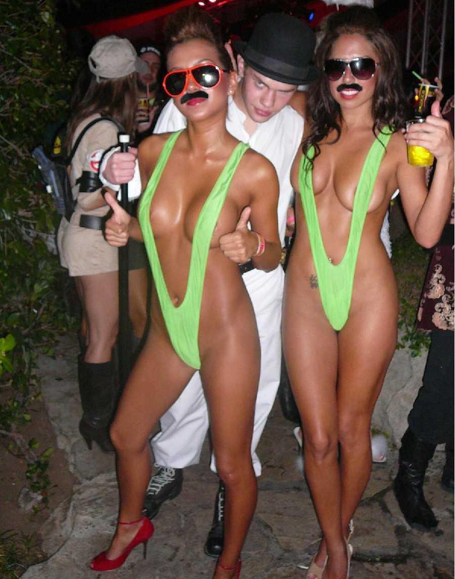 naked-women-in-halloween