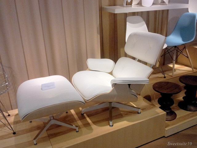 Eames Lounge chair in white leather