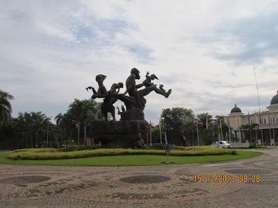 Patung Keluarga Bahagia Citra Indah City