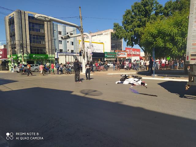 Acidente grave no centro de Barreiras na manhã desta terça feira. Vítima de atropelamento morreu na hora.