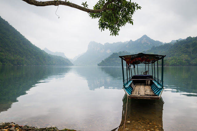 Discover the largest freshwater lake in Vietnam 4