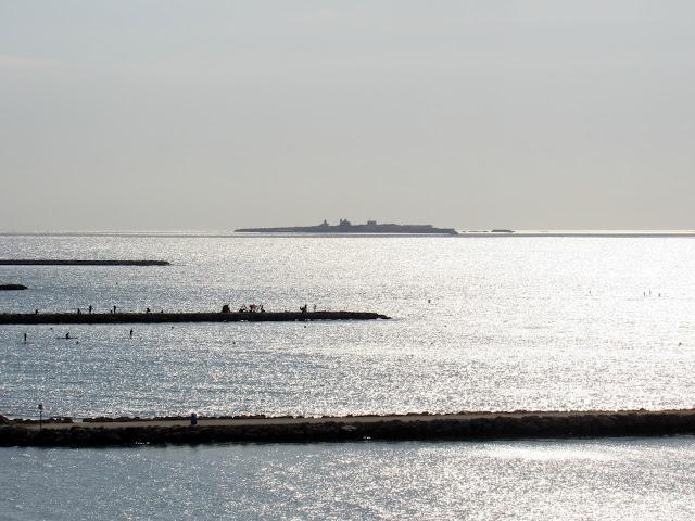Espigones y pescadores