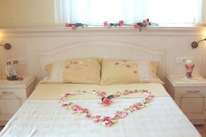 √ 36 Dekorasi Kamar Tidur Pengantin Gres Yang Sederhana Tapi Romantis