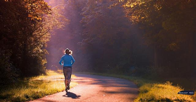 Festa della donna che corre
