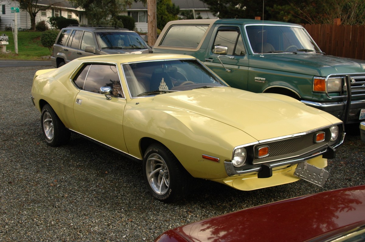 OLD PARKED CARS.: 1973 AMC Javelin