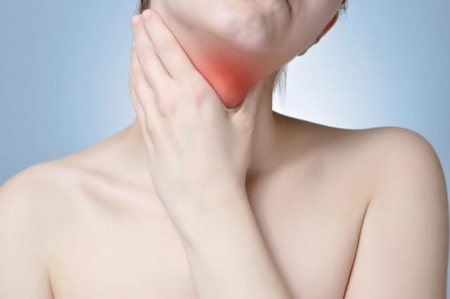 6 Cara Meredakan Radang Tenggorokan yang Ampuh